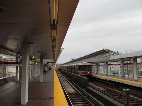 Train_leaving_Fields_Corner.JPG