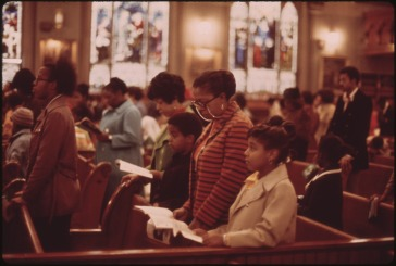 WORSHIPPERS_AT_HOLY_ANGEL_CATHOLIC_CHURCH_ON_CHICAGO'S_SOUTH_SIDE._IT_IS_THE_CITY'S_LARGEST_BLACK_CATHOLIC_CHURCH...._-_NARA_-_556238